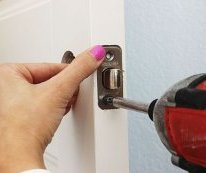 how exactly to Install a Door Knob