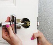 how-to Install a Door Knob